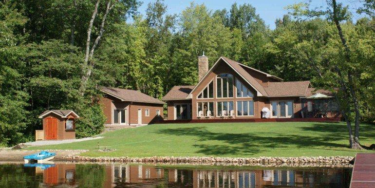 Ontario Cottage Shadow Lake