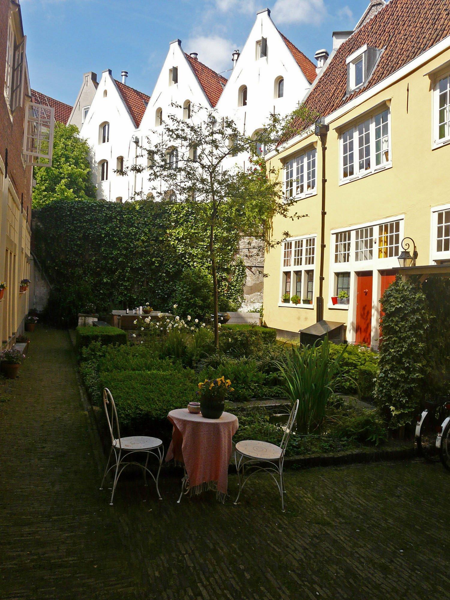 Amsterdam houses garden