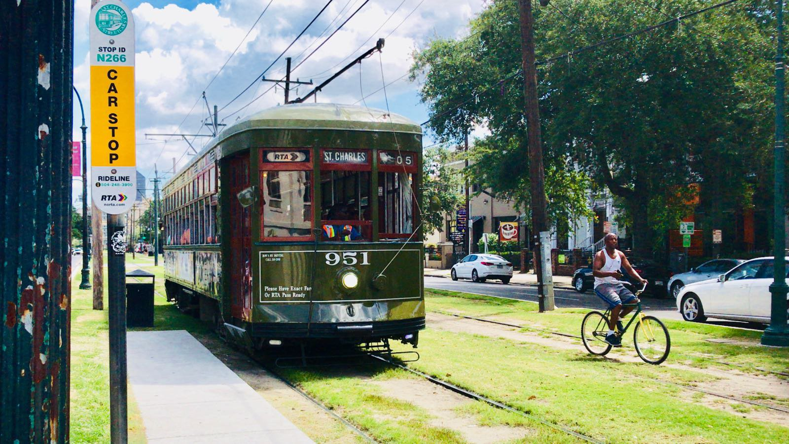 New Orleans streets bus
