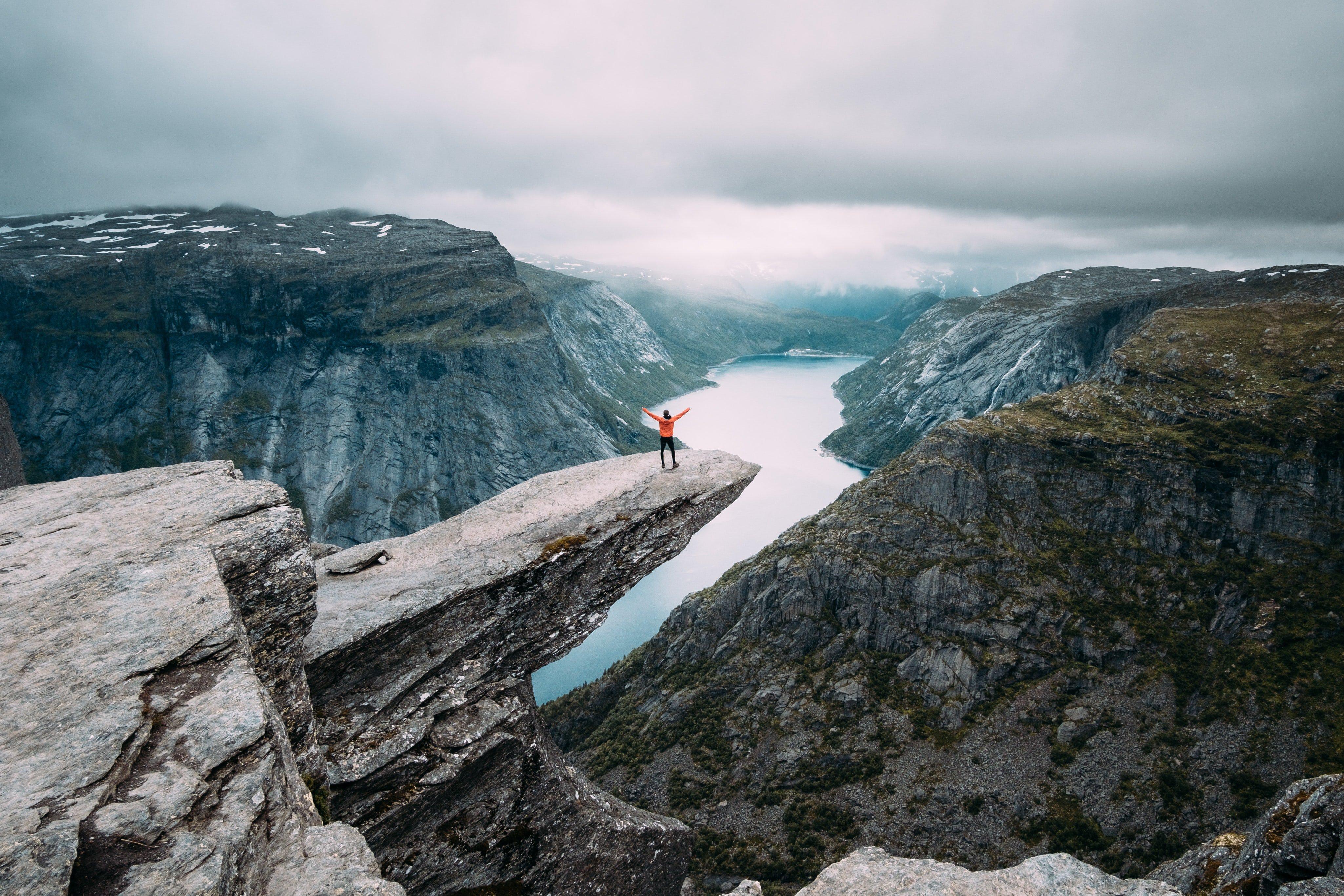 hiking Trolltunga