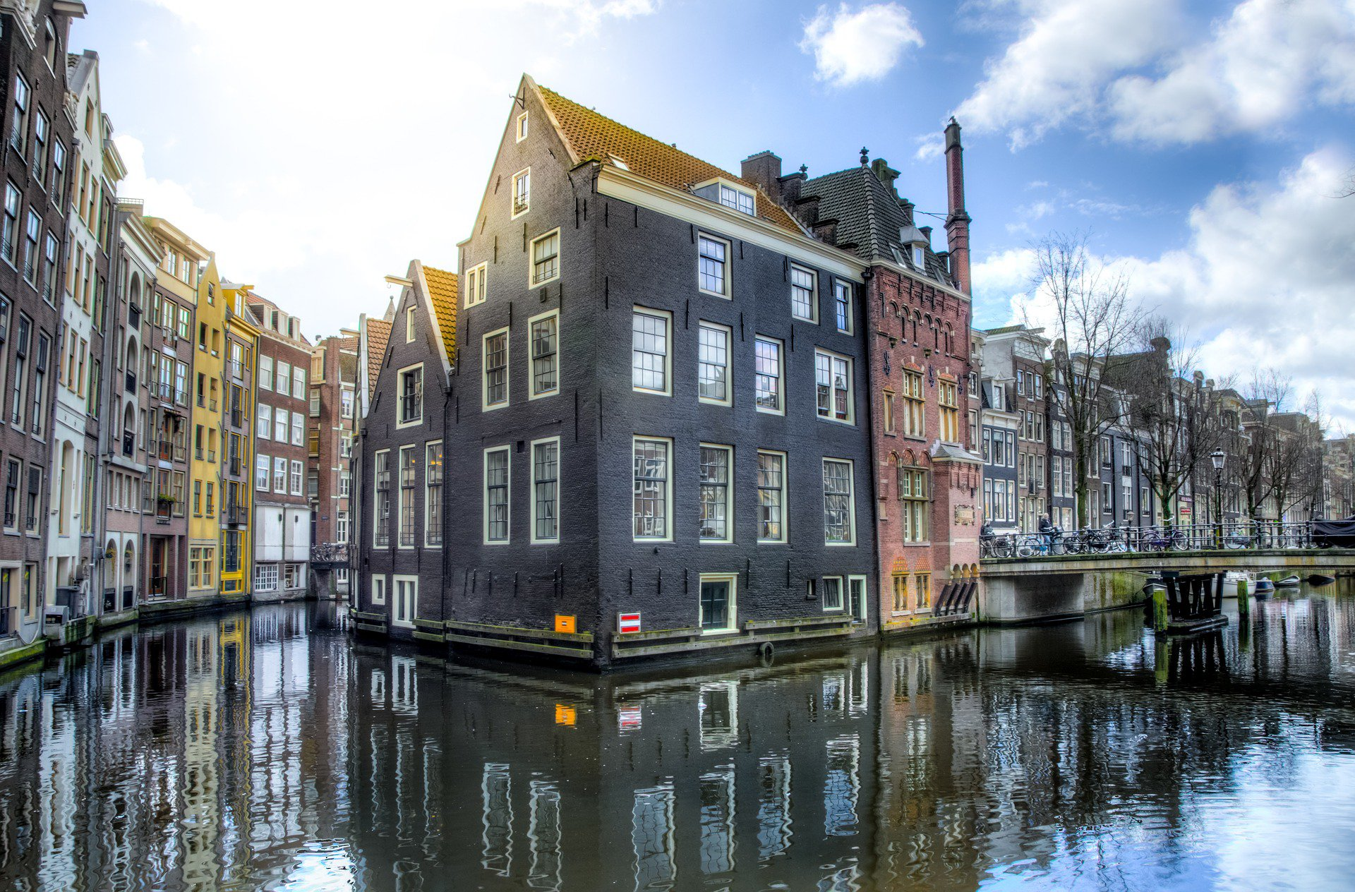Amsterdam-streets-canal